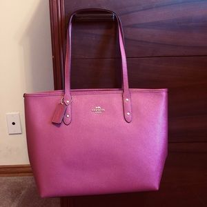 COACH NWT City Zip Crossgrain Leather Tote mauve